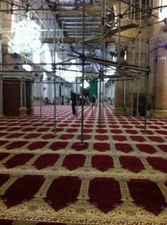 Masjid Al-Aqsha yang kosong dari umat Islam karena ditutup zionis