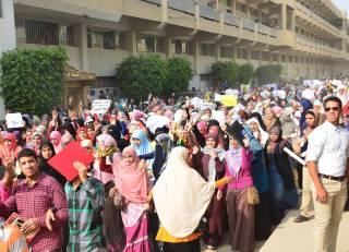 Aksi demo menentang kudeta mahasiswi Al-Azhar (newelfagr)