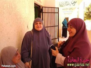 Dr. Najla' Ali (tengah), istri Presiden Mursi yang sederhana (ganaa.net)