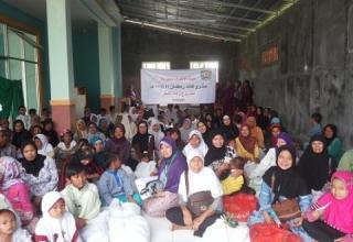 PKPU mulai mendistribusikan Zakat Fitrah di daerah Cileungsi, Klapanunggal, Bogor, Jawa Barat, Senin 6/7/14.  (sn/kis/pkpu)