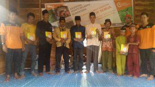 penyaluran Syiar Quran di kampung mualaf Desa Selat Akar, Kecamatan Putri Puyu, Kabupaten Meranti. (sayasih/rz)