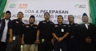 Pelepasan Tim Simpathy Of Solidarity (SOS) PALESTINA di Masjid Istiqlal Jakarta, Jumat 11/7/14.  (beritadaerah.com)