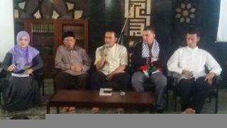"PKPU bersama dengan Komunitas ODOJ (One Day One Juz) dan PRISMA At-Tin menggelar ""Festival Cinta Qur'an"" pada Minggu (20/7/14) di Masjid Agung At-Tin, TMII, Jakarta Timur. (apn/kis/pkpu)."