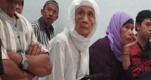 Fatimah (90), digugat anak dan menantunya. (sindonews.com)