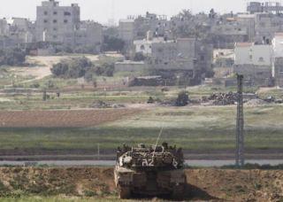 Tentara penjajah Israel menjaga perbatasan dengan Jalur Gaza (felesteen.ps)