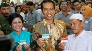 Presiden Joko Widodo luncurkan tiga kartu 'sakti'. (atjehcyber.net)