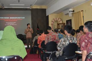 Agastya Sekjen YI-Lead dalam kelas Islamic Leadership Academy memperingati hari pahlawan. (aliansipemuda.org)
