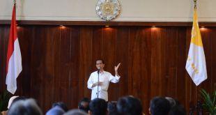 Presiden Joko Widodo saat memberikan kuliah umum di UGM, Selasa (9/12/14).  (http://setkab.go.id)