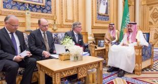 Raja Salman menerima delegasi Swedia. (Sky News)