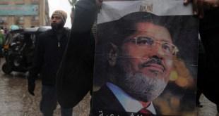 Para pendukung legitimasi tanpa henti berjuang menentang kudeta. (arabi21.com)