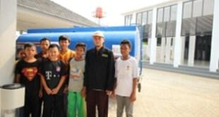 Pesantren Hidayatullah, Jampang, Bogor, Jawa Barat mendapat bantuan air bersih dari BMH. (muslimdaily.net)