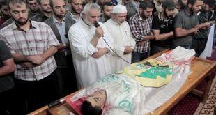 Ismail Hanea memimpin shalat jenazah terhadap syuhada Intifadhah di Gaza. (qudspress.com)