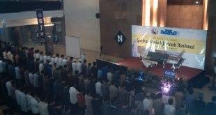 Shalat subuh berjamaah dalam acara Grand Launching Gerakan Subuh Jamaah Nasional (GSJN) yang diselenggarakan oleh FSLDK Indonesia, Rabu (14/10/2015). (ist)