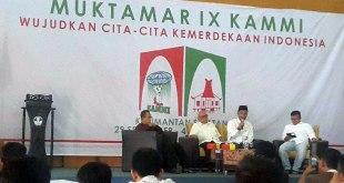 Soeripto, eks anggota Badan Intelijen Negara (BIN) saat mengisi studium generale dalam rangkaian agenda Muktamar IX KAMMI di Banjarbaru, Kalimantan Selatan, Jumat (2/10/2015). (Riyan Fajri)