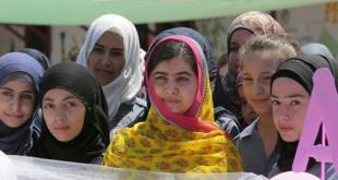 Pada ulang tahunnya yang jatuh pada hari Sabtu (11/7/2015) lalu, Malala Yousafzai berbagi suka cita dengan berkunjung ke Malala Yousafzai All-Girls School yang berada di Lebanon, dekat perbatasan Suriah. (nbcnews.com/kompas.com)