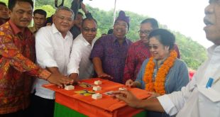 Megawati Soekarno Putri saat meresmikan Waduk Titab-Ularan, Buleleng, Bali. Ahad (13/12/15). (detik.com)