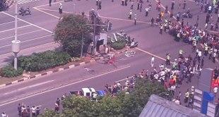 Ledakan di pos Polisi Jl. Thamrin dekat Sarinah Jakarta, Kamis (14/1/2016). (twitter/RRI)