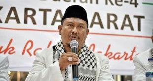 Alm Ustadz Rahmat Aziz, Ketua DPD PKS Jakarta Barat masa khidmat 2015 – 2020. Lahir di Tasikmalaya 8 Mei 1968. Alm meninggal dunia Rabu 27 Januari 2016 pukul 21.00 WIB di RS Hermina Daan Mogot Jakarta Barat, diduga akibat serangan jantung dalam usia 47 tahun. (ist)
