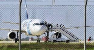 Pembebasan penumpang pesawat Mesir. (tunisialeaks.net)