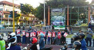 Aliansi Masyarakat Bali Peduli Suriah melakukan aksi damai dan simpati untuk Suriah pada Sabtu, (21/5/2016) di Perempatan Jalan Sudirman Denpasar. (DSM Bali)