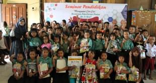 PKPU menyalurkan Melalui Program Beasiswa Akselerasi Pintar (Be A Star), di SD Bojong Kamal Legok Banten, Rabu (3/8/2016). (Dita/Putri/PKPU)