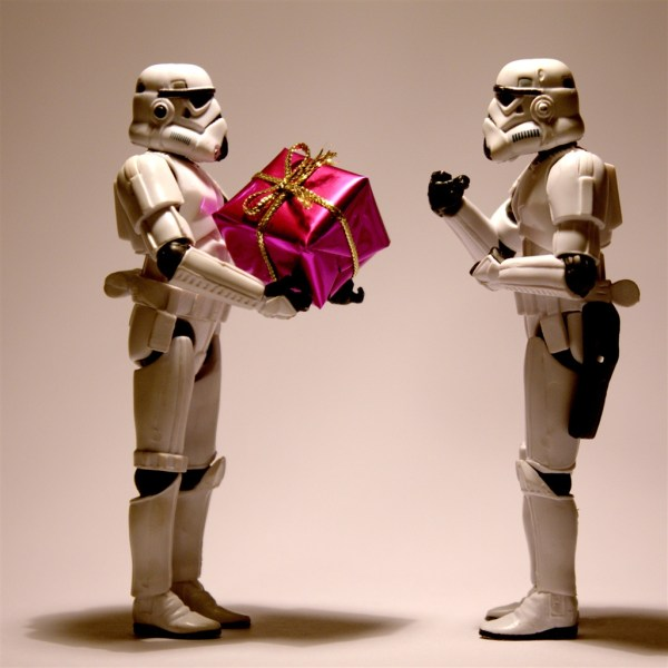 Stormtrooper-christmas-ipad-air-wallpaper-ilikewallpaper_com_1024