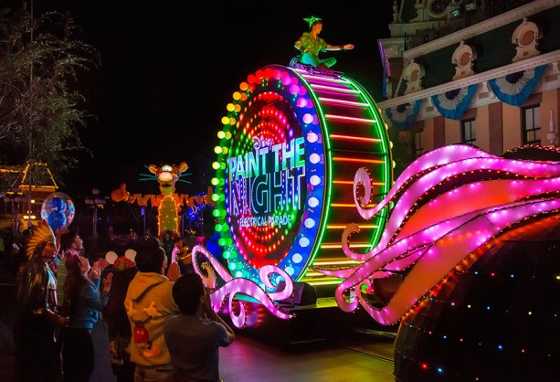 """Disneyland's """"Paint the Night"""" Parade to Offer Dining Packages in 2016"""