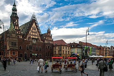 Breslau sollte langfristig gut erreichbar sein, nicht nur weil die Stadt europäische Kulturhauptstadt 2016 ist