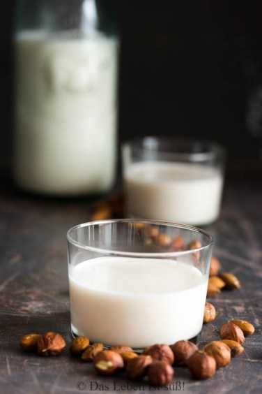 Almond-hazelnut-milk-5