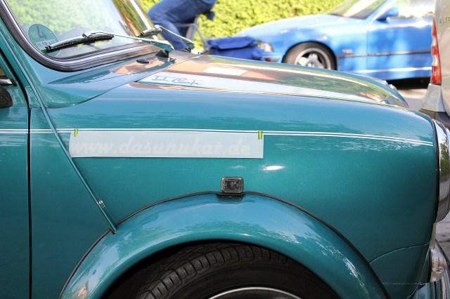 Rover Mini Xn während dem Bekleben.