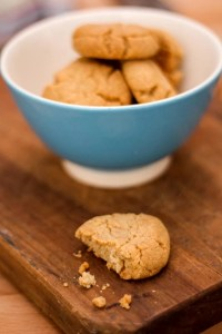 tahini and almond cookies