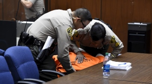 Suge Knight Collapses After Hearing How Much His Bail Will Be