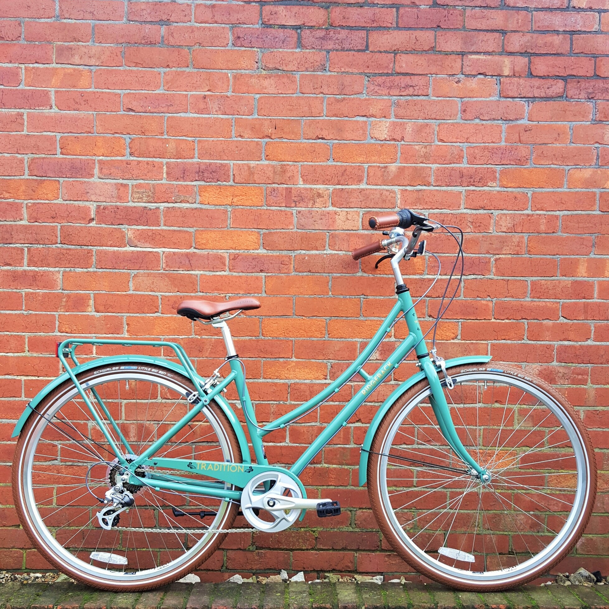 2016 Ridgeback Tradition Sage green; vintage bike; vintage bikes; aluminium frame; basket; ridgeback; bikes; sit up and beg bikes; leath grips; leather saddle; vintage; cycling; bicycle; ridgeback tradition; ridgeback tradition vintage bike; vintage biycle