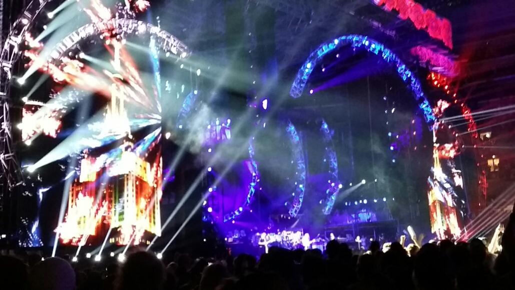 VIDEO: Grateful Dead – Empire State Building US Blues Light Show