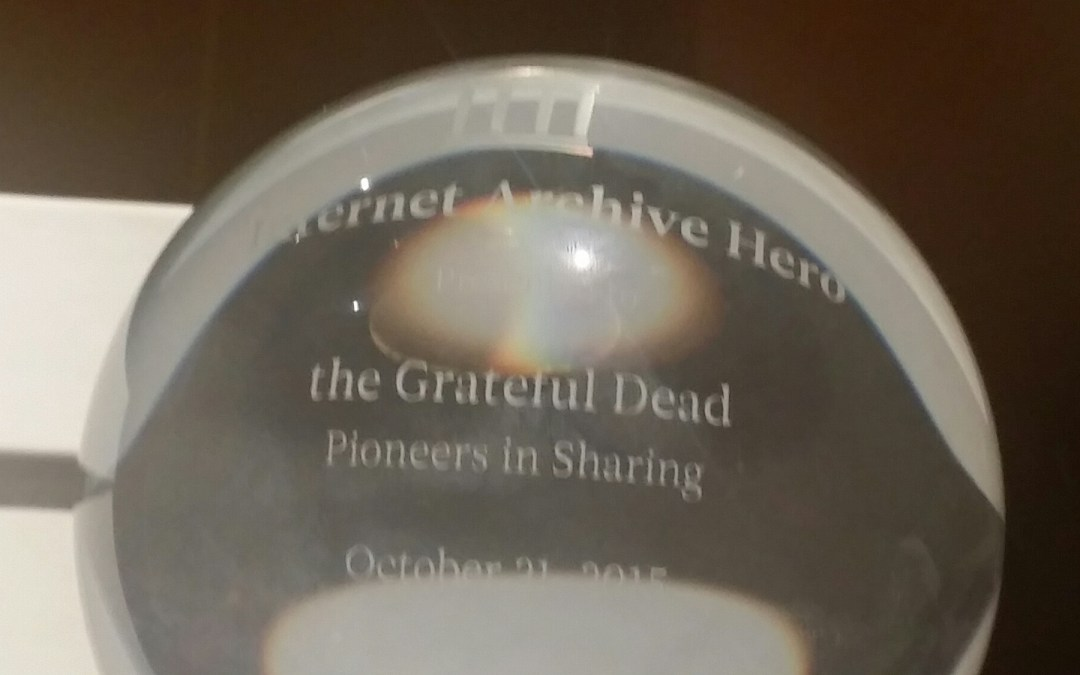 "Internet Archive awards Grateful Dead ""Pioneers In Sharing"" Award – @JPBarlow on hand to accept"