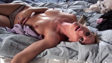 girl cuts off her own tits