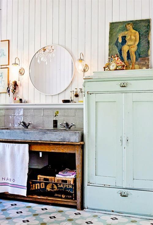 Armario Baño Vintage:baño vintage ideal, con su suelo de mosaico hidráulico y un armario