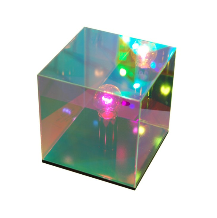 Cube miroir une lampe astrale et sid rante deco tendency for Miroir dichroique