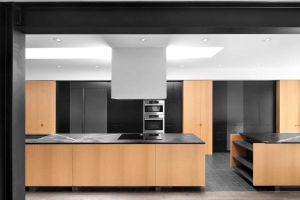 Decoration cuisine m langez le noir le blanc et le bois - Deco cuisine noir et blanc ...