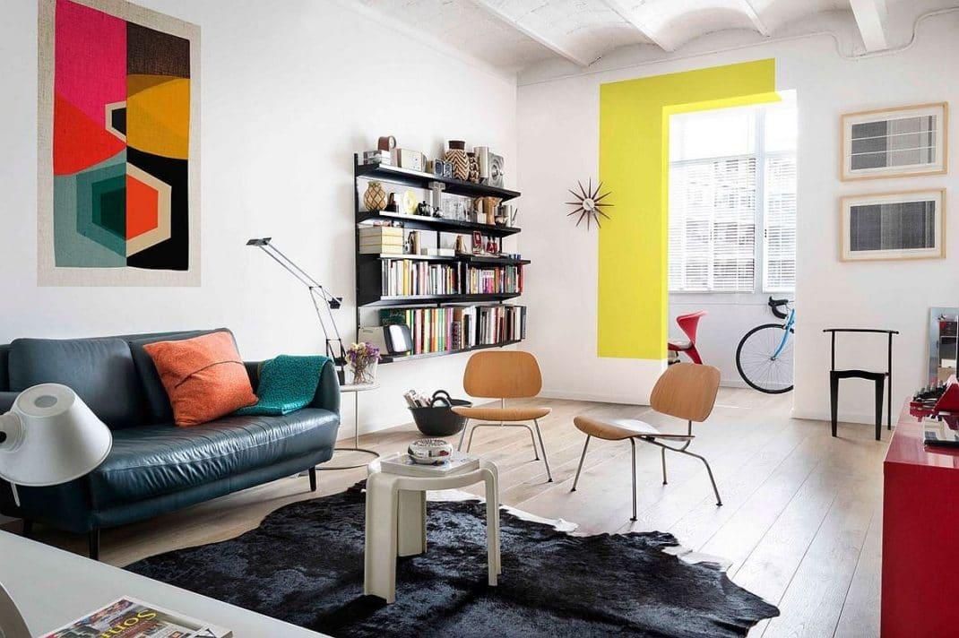 Une d co color e pour un appartement plein de personnalit for Objet deco appartement