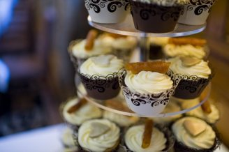 Cupcakes Vintage Winter Wedding
