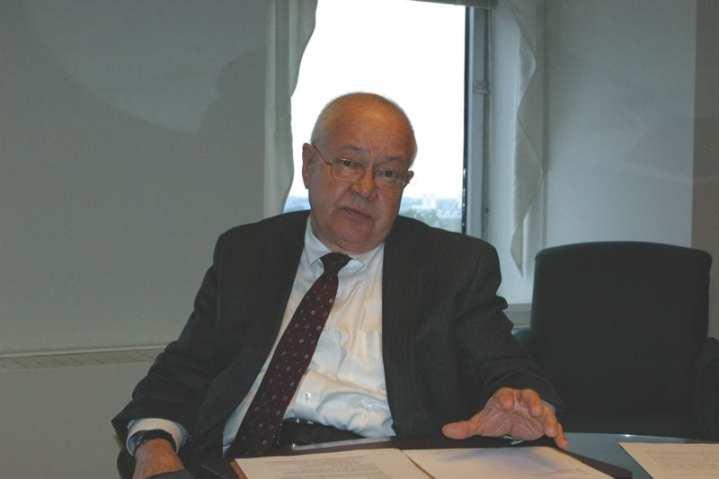 Under secretary for Health, Department of Veterans Affairs Dr. Robert Petzel. Photo by John D. Gresham.