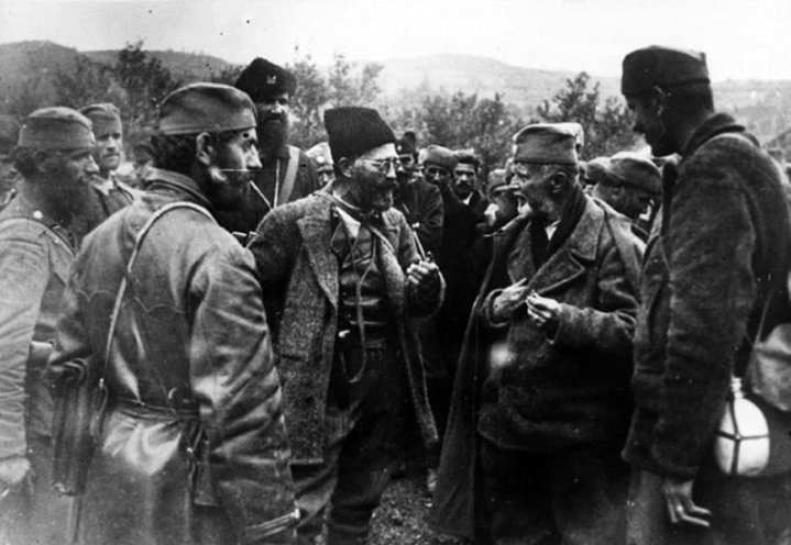 Chetnik leader Dragolub Mihailovic confers with his men, circa 1941-1945. Photo: United States Holocaust Memorial Museum photo courtesy of Muzej Revolucije Naroda i Narodnosti Jugoslavije