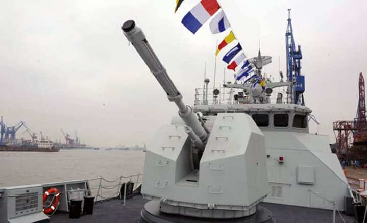 A closeup view of the 76mm automatic cannon of the recently commissioned Type 056 'stealth' corvette, Bengbu (FFG 582). PLA Daily photo