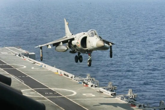 Sea Harrier FRS.51 LUSH