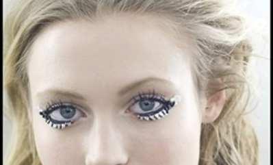 Maquillaje de Nochevieja: mini-brillantes de strass