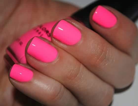 pink nails w640 h427 Este verano lucimos uñas de colores
