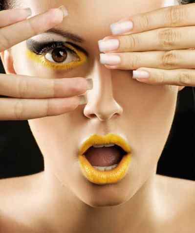 Cómo maquillarse en tonos amarillos