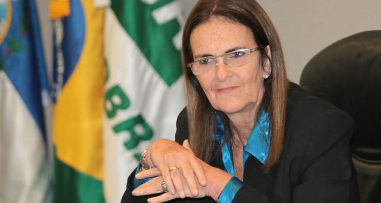 08-02-2012 Assinatura, reunião. PR Graça Foster, Sec de Deselvol