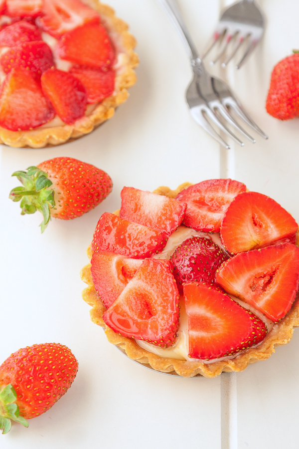 Strawberry custard tarts recipe | @deliciouseveryd DeliciousEveryday.com